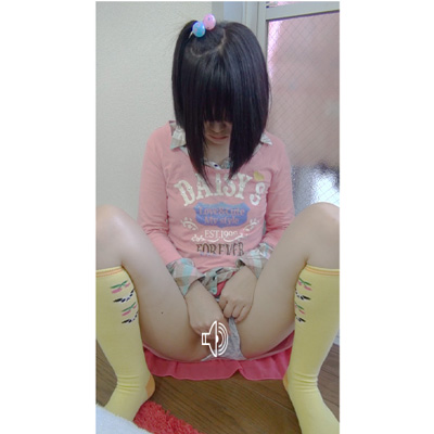 ●S 指ヌプオナニー 小さいスジ ピンク色の中身を見せてくれた
