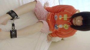 なな2 拘束して足をくすぐるだけだからと言いジーンズの上からあそこにデンマ。おっぱいも責める。 援●動画 dgpot.com