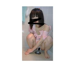 ○C2   おもらし後のパンツに尿が【顔出】