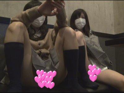 【個撮】素直なたまごちゃん2人組とカラオケパンチラお尻プリプリ映像(1)