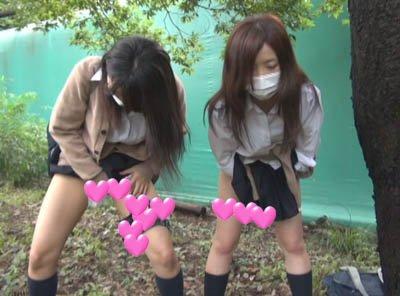 【個撮】おバカたまごちゃんみきちゃんあやちゃん!学校裏の公園でダブルおしっこ映像!!