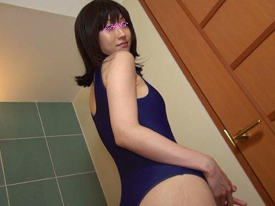 【個人撮影】彼女のスクール水着のメコスジラインに染み出すマン汁