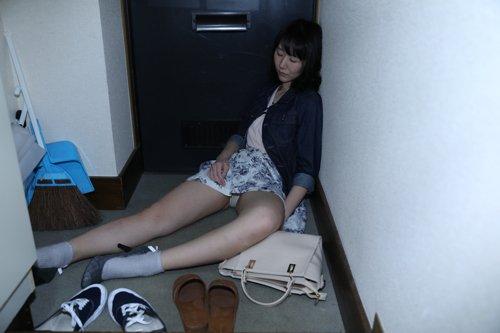 【浮かれた女子大生狩り】高田●場の路地裏で寝ていた有名大学に通うJDお持ち帰り YENちゃん dgpot.com