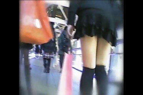 【素人パンチラ】色白美脚のパンツのコラボ 黒龍王 dgpot.com