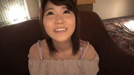 パイパン美尻の20歳女子大生が緊張の初ハメ撮りでジュボジュボと音を出してフェラ