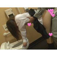 【個撮】おっとり普通たまごちゃん!ちょっとのはずが公衆トイレでしっかりバックで生突きハメハメ!!