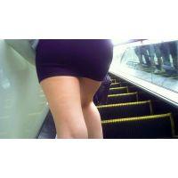 黒タイトミニスカートのギャルお姉様にプリ尻に密着10分間】黒のタイトミニスカートにハイヒール!素足に美脚★ハイヒールのプリプリギ