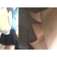 パンチラ盗撮 女子大生 黒いTバックを電車内で激写